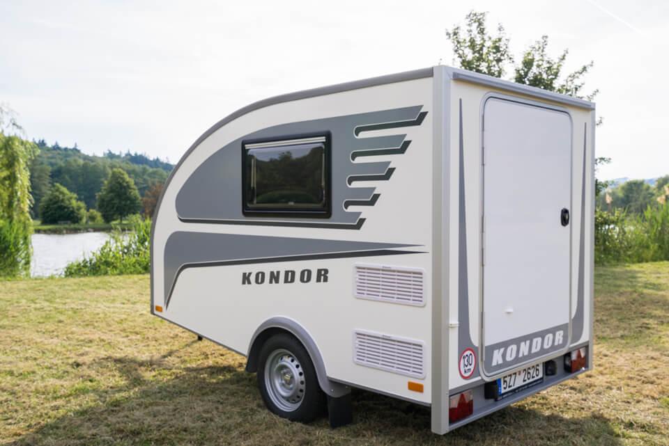 fotos kleiner wohnwagen f r 2 personen. Black Bedroom Furniture Sets. Home Design Ideas